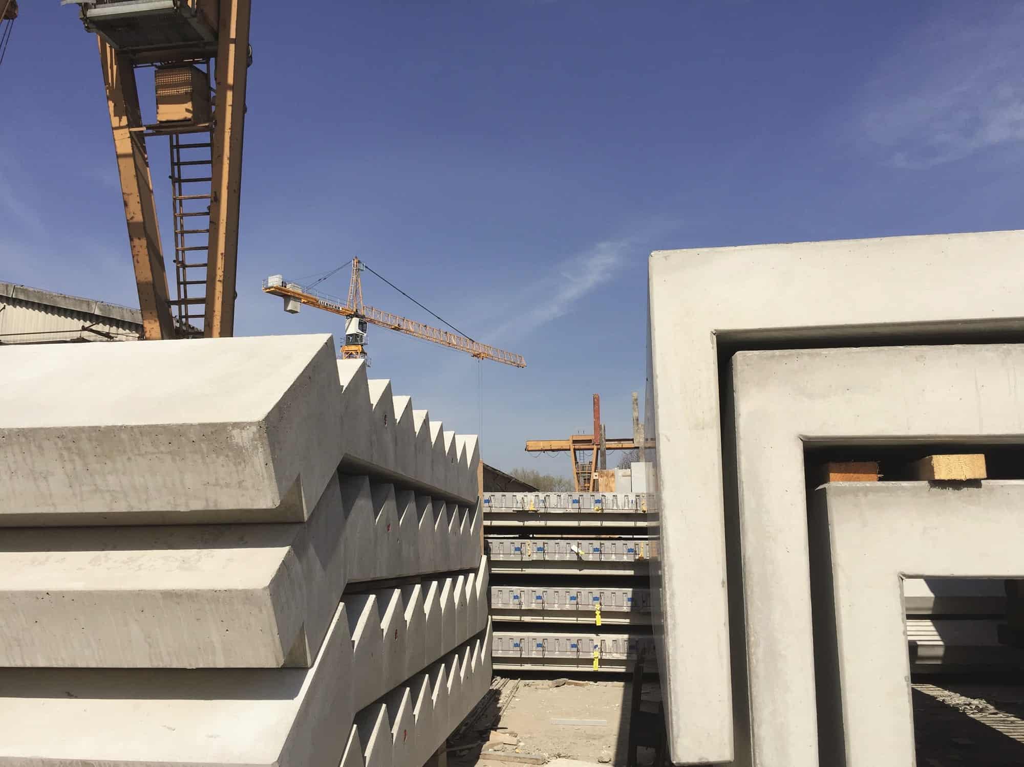 Gelagerte Betonelemente - Betonwerk Spittwitz